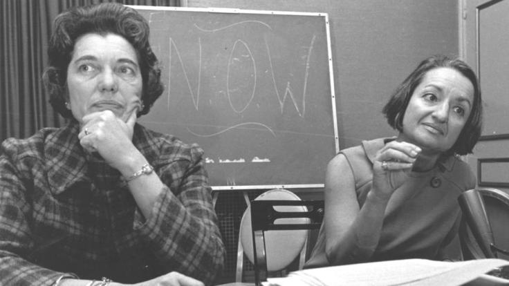 Betty Friedan, derecha, y Kathryn F. Clarenbach. En la Universidad de Wisconsin en la segunda Organización Nacional anual de Mujeres (NOW) en Washington DC en 1967.